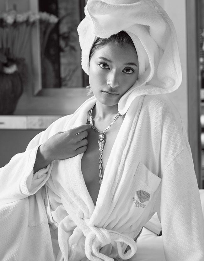 「エルサ・ペレテッィ スコーピオンネックレス」(SIL)¥375,000/Tiffany & Co.(ティファニー・アンド・カンパニー・ジャパン・インク)