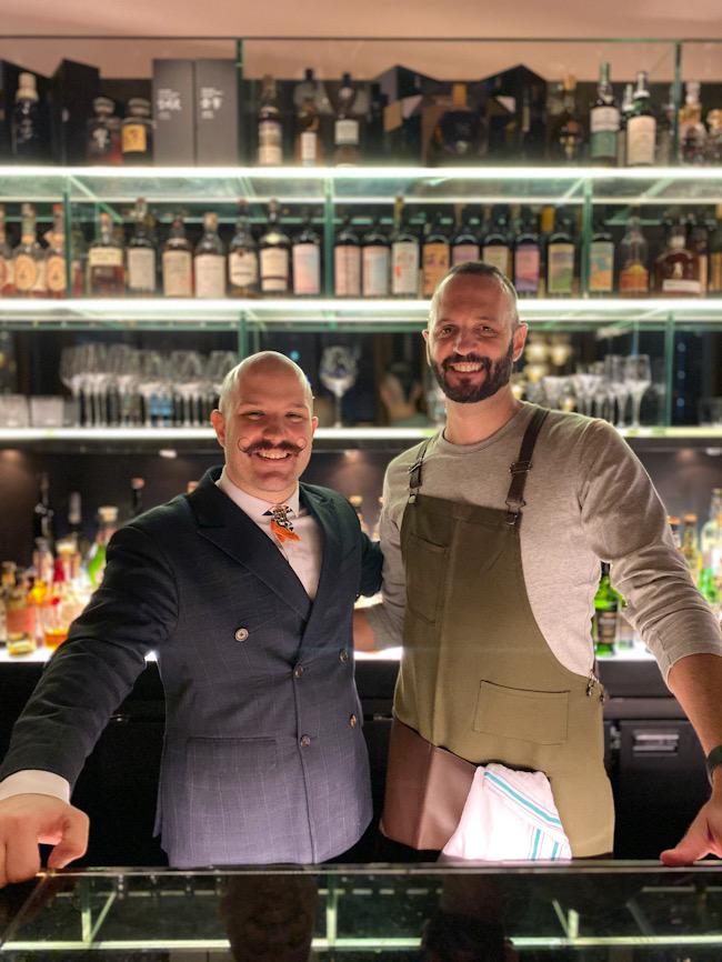 (左から)ブルガリ ホテル北京のバーディレクター、ダリオ・スキアヴォーニ氏、「Lost + Found Drinkery」のバーテンダー、ディノス・コンスタンティニドゥス氏