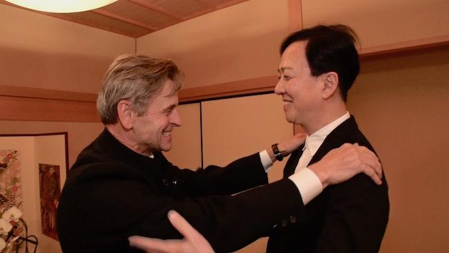 ミハイル・バリシニコフと 歌舞伎座にて 2017年 Courtesy of Kyodo Television