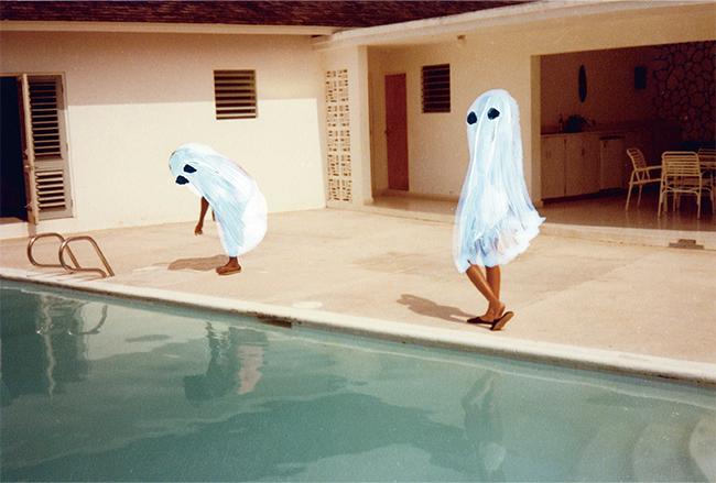代表作の「Ghost Photographs」シリーズより。『Pick up Your Shadow』(2018年)© ANGELA DEANE