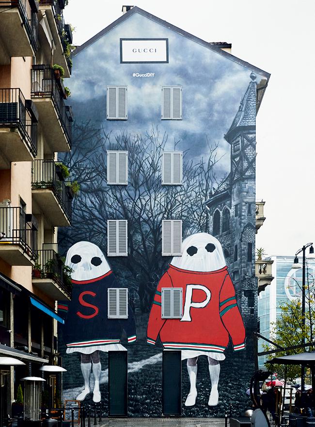 2018年に発表されたGucci DIYプログラム×6人のアーティストとのコラボレーション作品より。ミラノで公開されたアートウォール。(Courtesy of Gucci)