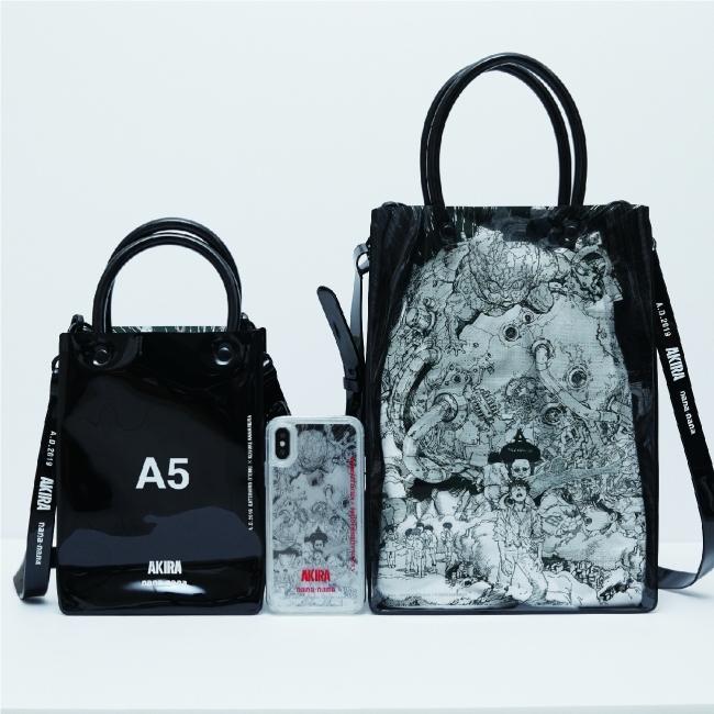 AKIRA ART OF WALL × nana-nana 左からA5 ¥11500 iPhoneケース ¥6800 A4 ¥12500