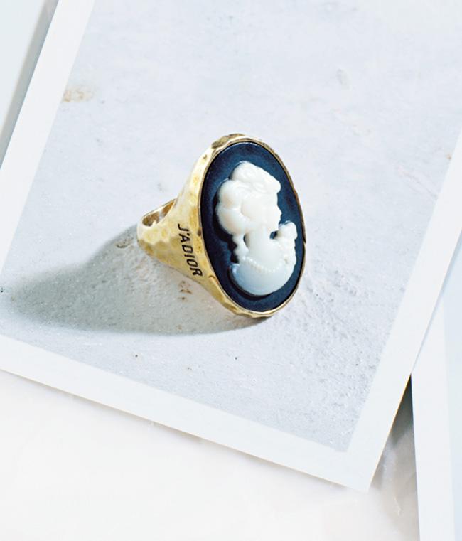 リング¥49,000/Dior(クリスチャン ディオール 0120-02-1947)