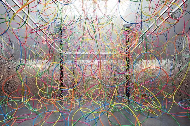 鬼頭健吾『untitled (hula-hoop)』 (2017年)「Multiple Star Ⅰ」 ハラミュージアムアーク photo:小暮伸也