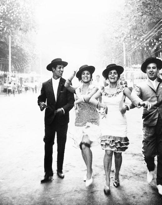 奈良原一高『フィエスタ セビーリャまたはマラガ』 「スペイン 偉大なる午後」より(1963-65年) ©Ikko Narahara 無断転載禁止