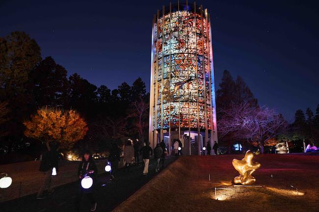 髙橋匡太『Glow with Night Garden Project in Hakone』 ガブリエル・ロアール『幸せをよぶシンフォニー彫刻』Photo: Mito Murakami
