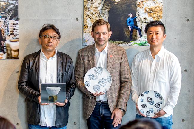 右から李荘窯の寺内信二、ニコライ バーグマン、藤巻製陶の藤本浩輔