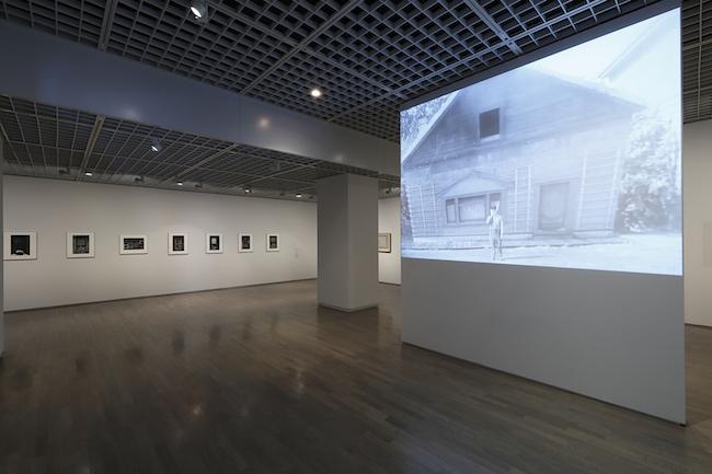「窓展:窓をめぐるアートと建築の旅」第1章 窓の世界 展示風景 撮影:木奥惠三