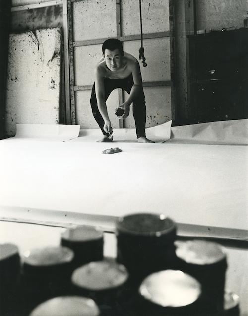 アトリエでの制作風景  1960年代  画像提供:公益財団法人 尼崎市文化振興財団