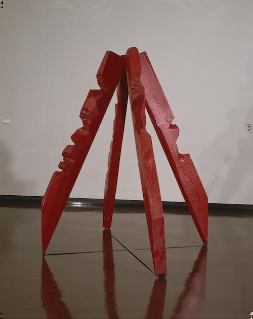 作品(赤い材木) 1957年 東京都現代美術館蔵 赤色塗料、木