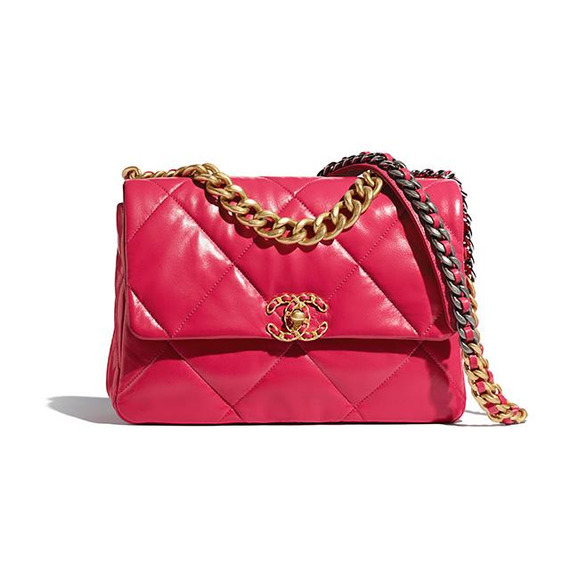 バッグ(W20×H30×D10cm)¥545,000/Chanel(シャネル 0120-525-519)