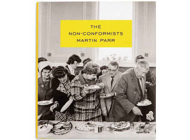 イギリス北部に位置するカルダーデール周辺で撮影したモノクロ写真集『The Non-Conformists』(13年、Aperture)。プロテスタントが集まる教会や、労働者階級の生活を捉えている。