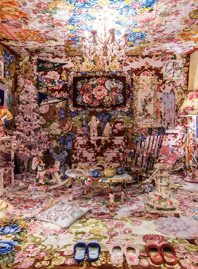 『Rose Blanket Collection 16』展示風景(2016年)スパイラル ショウケースでの展示風景。(Photo:KazueKawase 画像提供:スパイラル/株式会社ワコールアートセンター)