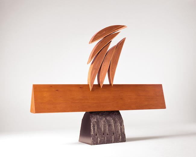 『木の群れ』1992年 チーク、槐、黒御影石 196×240×42cm 島根県立美術館蔵 ©Sumikawa Kiichi