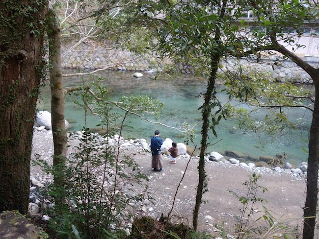 川の水は透明度が高くてきれい!<br />