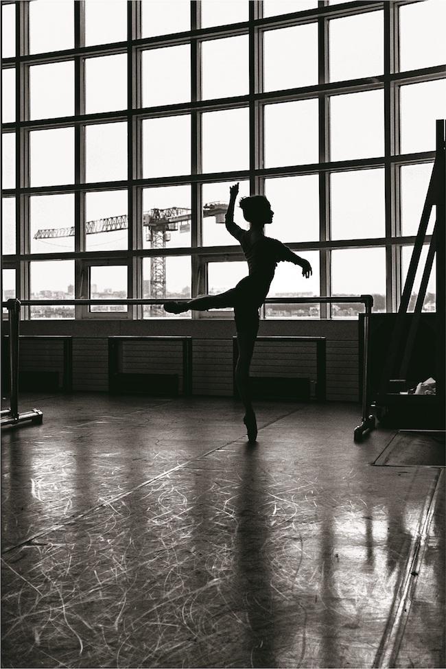 「Confidences」シリーズより、ピエール=エリィが「少女をめぐるストーリーのファーストシーン」と語る作品。 ©Pierre-Elie de Pibrac/Agence Vu'
