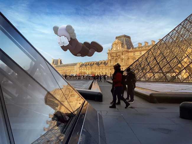 KAWS 『COMPANION (EXPANDED) in Paris』 (2020年) augmented reality. Courtesy: KAWS and Acute Art.