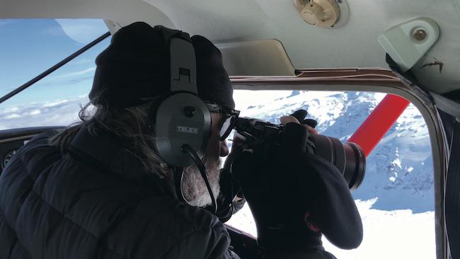 『溶ける氷河のシリーズ 1999/2019』(2019年)をレイキャヴィクで撮影するオラファー・エリアソン Photo: Studio Olafur Eliasson / Alcuin Stevenson