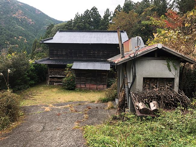 牛小屋だった建物を2ヶ月間かけて自ら改装!
