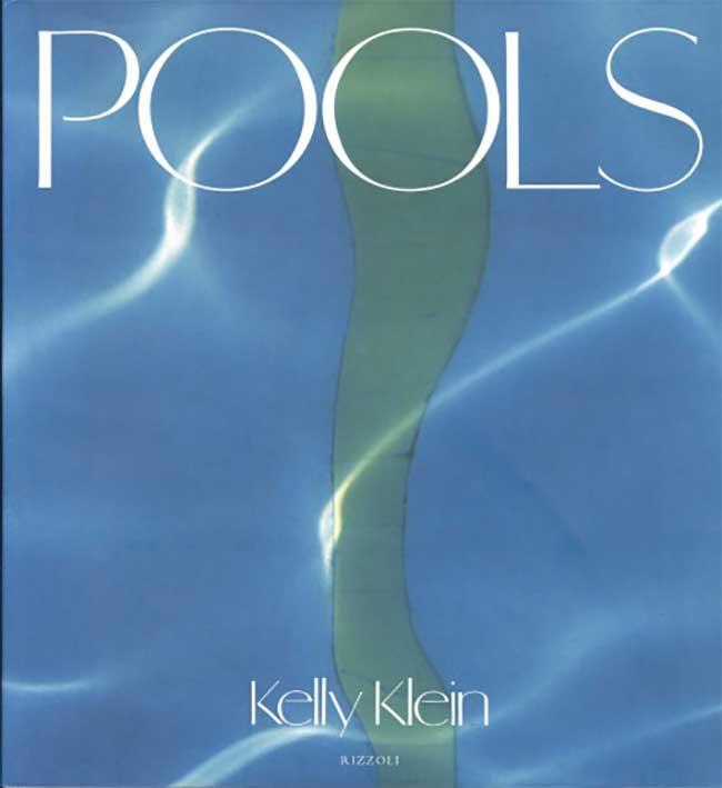ブルース・ウェーバーやロバート・メイプルソープといった大御所たちが切り取ったプール。『Pools』ケリー・クライン ¥20,000 ※ヴィンテージ