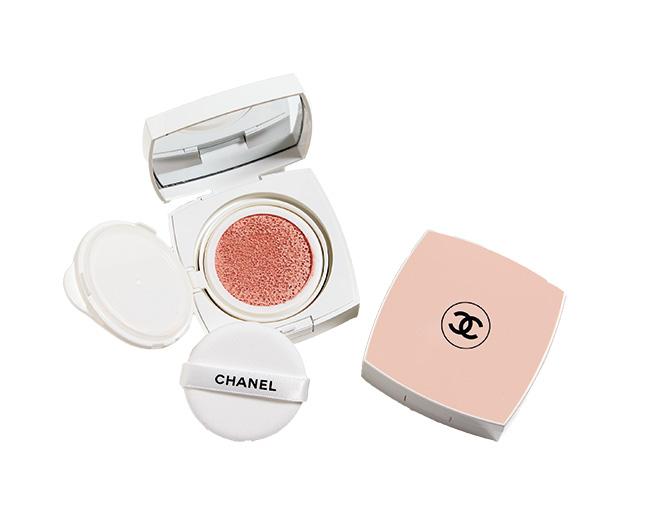 ル ブラン トーン-アップ ロージー タッチ(SPF30/PA++)¥7,500(限定発売中)/Chanel(シャネル 0120-525-519)