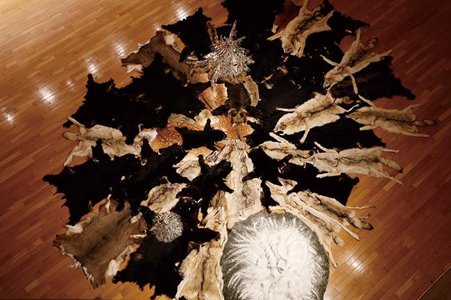 『Dream Hunting Grounds』「ハンターギャザラー」展示風景(2018年)秋田県立近代美術館
