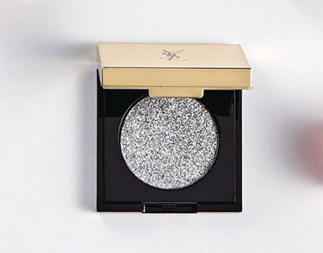 シークインクラッシュ No2 ¥4,200/Yves Saint Laurent(イヴ・サンローラン・ボーテ 03-6911-8563)