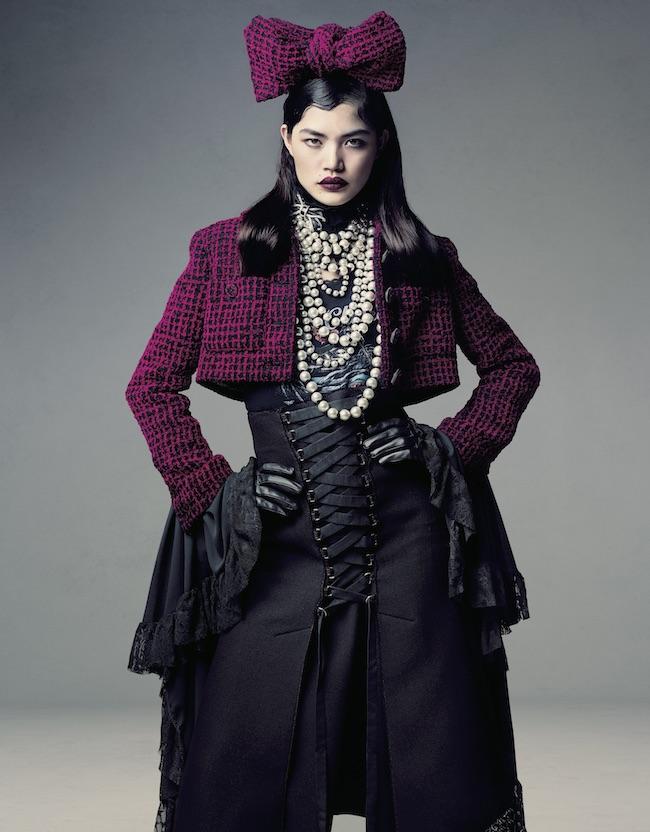 2016年10月号 Photo:Takay Fashion Direction:Shun Watanabe 「ツイードのスカーフをリボンの形に結んで頭に乗せていたのですが、スタイリングを見た瞬間、迷いもなく作業をしていました。既成概念にとらわれず自由に創作し、自分のイメージを信じているところが素敵だなぁと思います」(福士リナ)