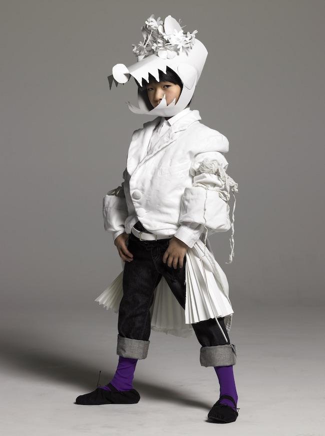 「子どものファッション誌『m/f and you』(2008 autumn)の撮影。自宅でいろんなヘッドピースやアクセサリーをボール紙とコピー用紙で作ってきて、現場で調整していました」(田島一成) Photo:Kazunarri Tajima