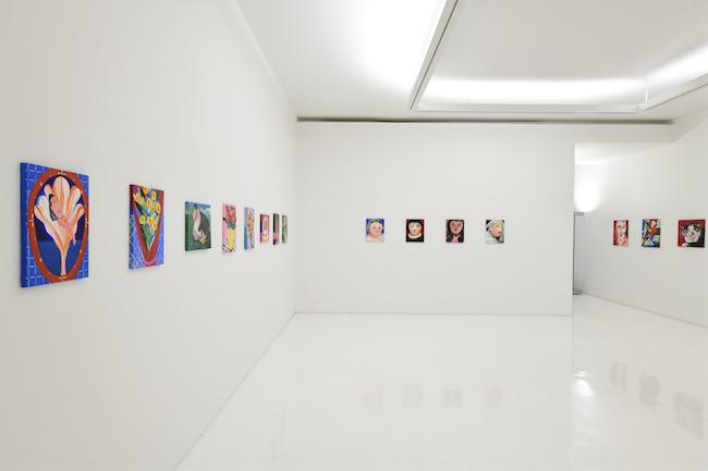 近藤亜樹 「心に花を」 展示風景 (2020年) ShugoArts copyright the artist courtesy of ShugoArts photo:Shigeo Muto
