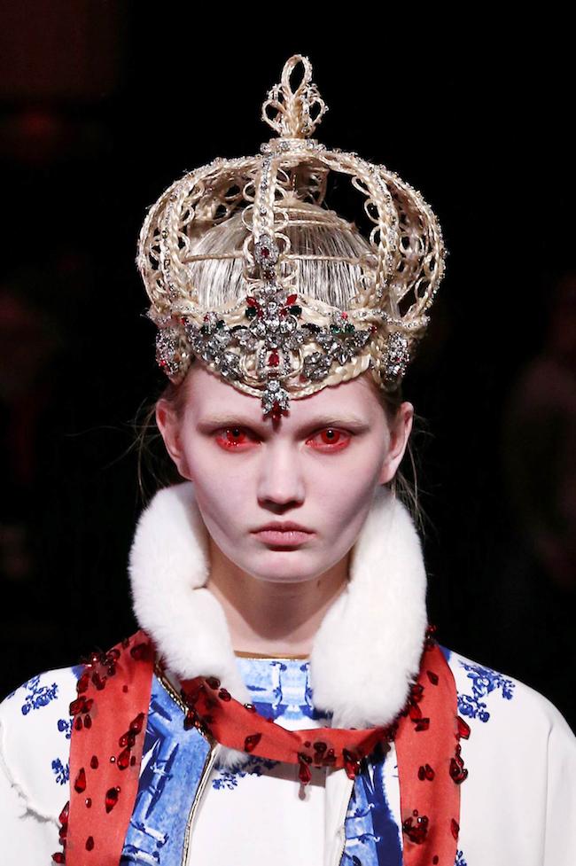 """Undercover 2014-15AW """"COLD BLOOD"""" 「髪の毛で王冠を、というオーダーに想像をはるかに超える天才的な作品を作ってくれました。あまりの完成度の高さにしばし見とれてしまいました」 (高橋盾)"""