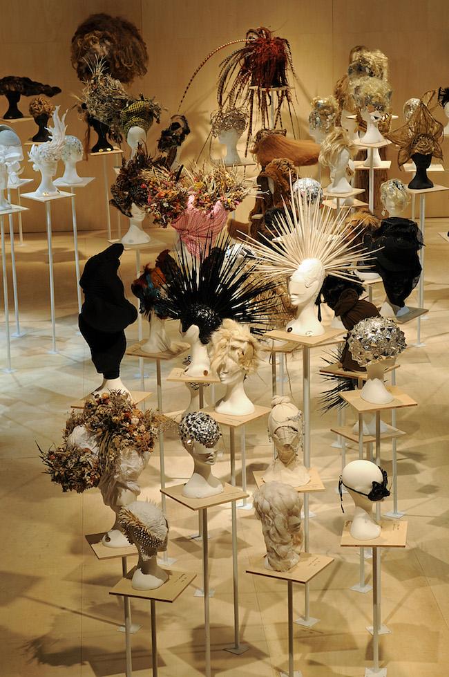2013年にラフォーレミュージアム原宿にて開催された「加茂克也展 '100 HEAD PIEACES'」の展示風景。 Photo:Hidemi Shinoda