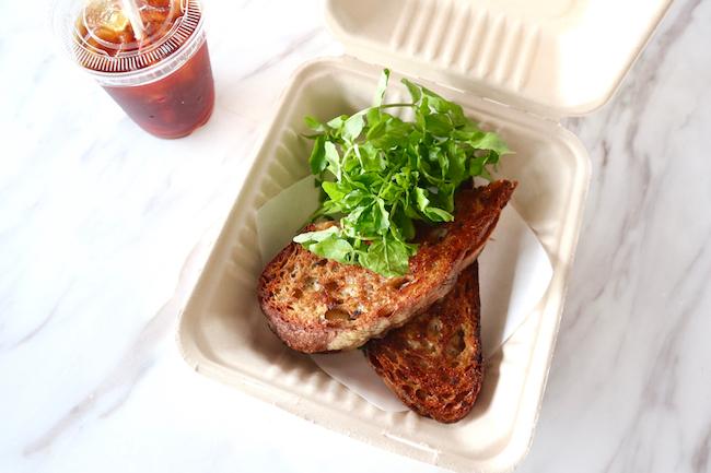 「モッツァレラとセージバターのホットサンドイッチ」¥1,600