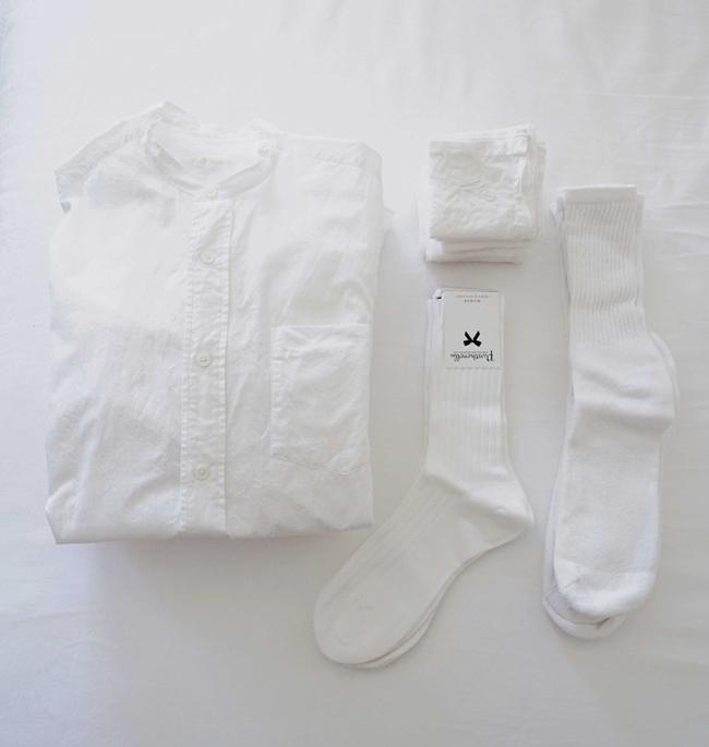 日用品は白が一番落ち着つくという。シャツ、靴下、ハンカチはどれもホワイトをチョイスしている。