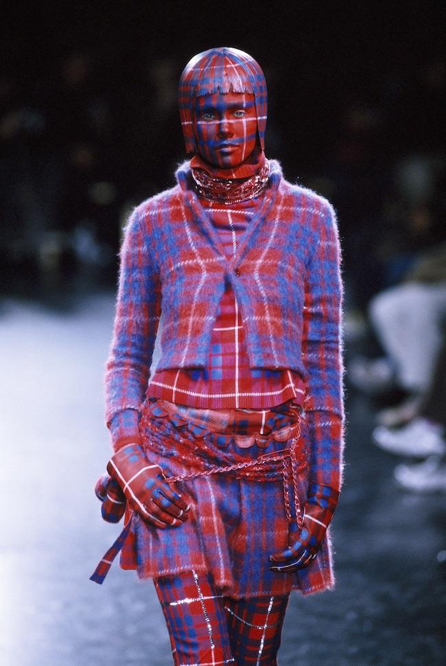 """Undercover 2000-01AW """"MELTING POT""""<br /> 「髪や肌などすべて同じ柄や色でという僕の要望に完璧に答えてくれました。例えばチェック柄などは、その緻密さと完成度ともに尋常じゃなかった」(高橋盾)"""