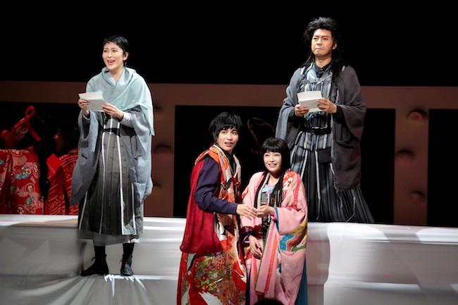 近年、野田秀樹が演出する数々の舞台でサウンドデザインに携わっている。こちらは松たか子、上川隆也、広瀬すず、志尊淳がメインキャストをつとめたNODA・MAP第23回公演『Q』:A Night At The Kabuki(撮影 篠山紀信)