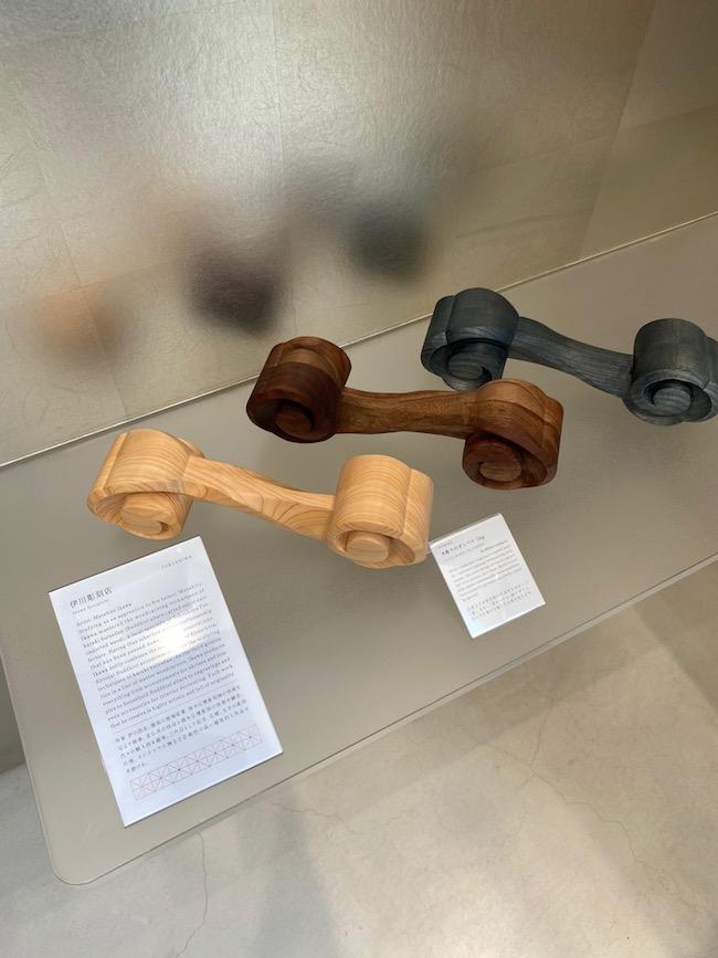 井川彫刻展の木彫りダンベル1kg ¥35,200(税込)