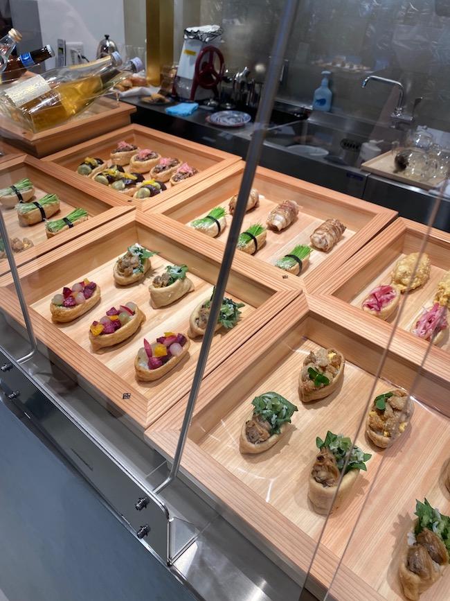 いなり寿司各種がずらりと並んでいます。めちゃくちゃ美味でした
