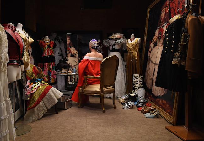 映像作品「エゴオブスクラ」より2020(参考写真)撮影:福永一夫 ©Yasumasa Morimura
