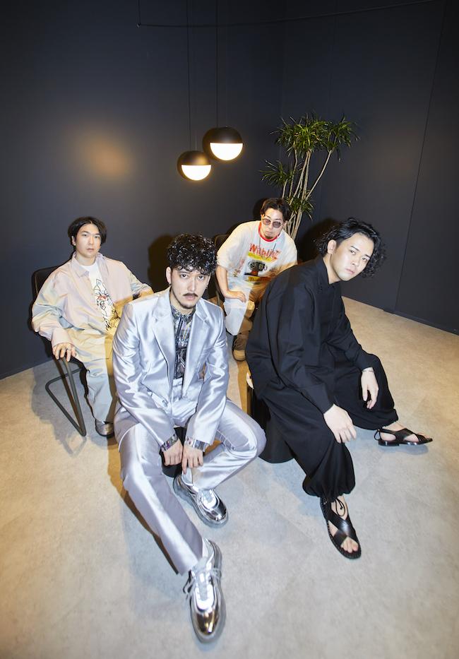 前列左から長塚健斗(Vo)、江﨑文武(Key)、後列左から井上幹(B)、荒田洸(Dr)