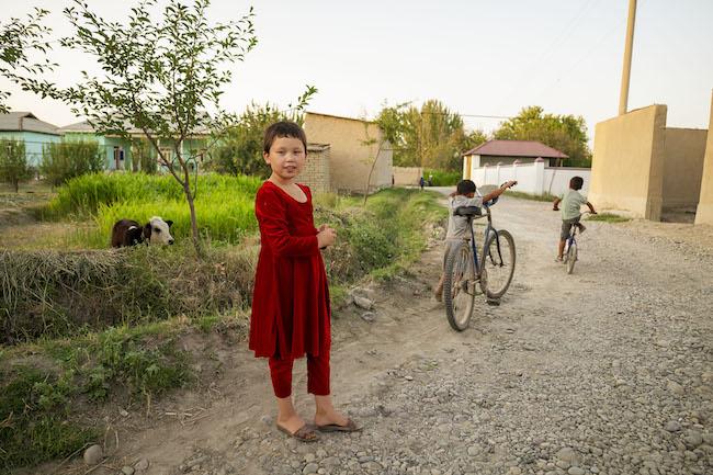 サマルカンド郊外で出会った女の子もやっぱりオシャレです。