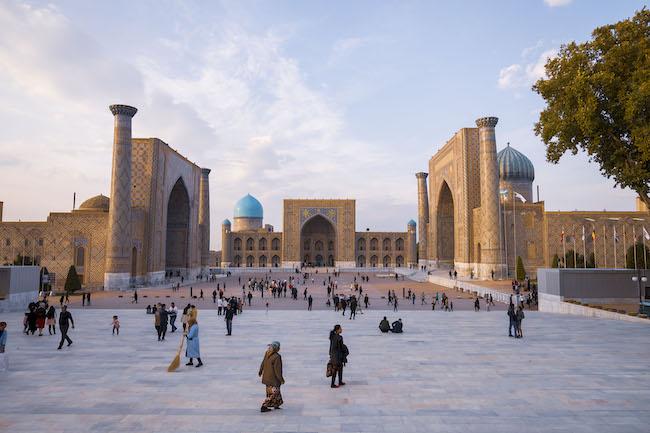 政治・経済・文化の中心となったレギスタン広場