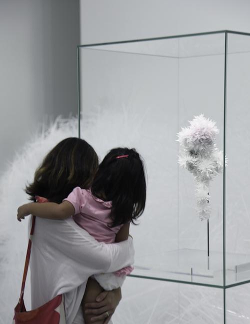 吉岡徳仁『ROSE』2013年 東京都現代美術館蔵 Photo by TOKUJIN YOSHIOKA Inc.
