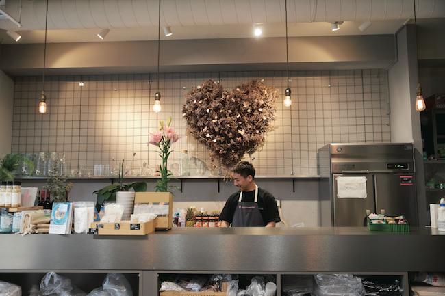 お弁当やデリは全て店内のアトリエで手作り。