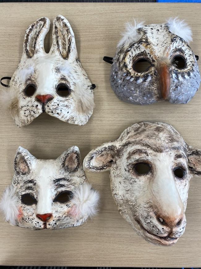 ウサギ、フクロウ、ネコ、ヒツジのマスク。案外リアル!