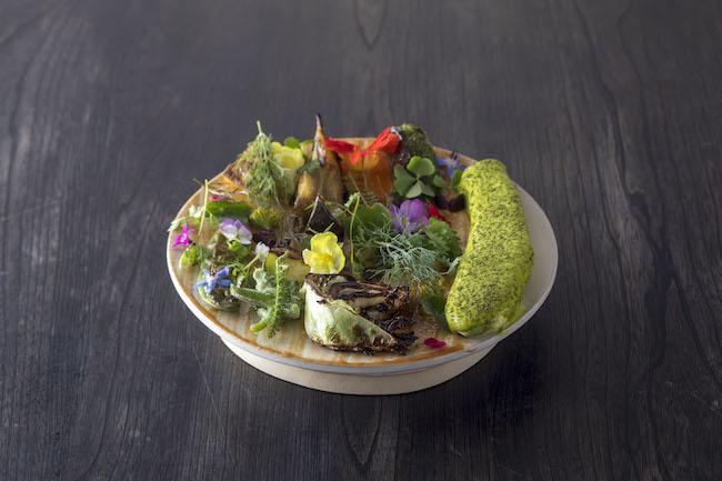彩り鮮やかな「ズッキーニ、パセリの黄身酢と時季のハーブ」