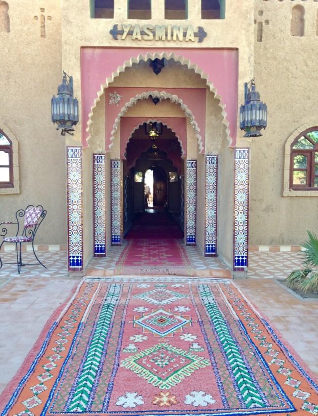 デザイナー自身が旅したモロッコの砂漠のなかのホテル