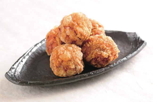 にんにくと生姜不使用の秘伝のタレに漬け込んだモモや手羽先、ささみなど幅広く揃う。