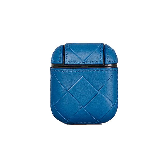AirPodsケース(H6.5×W5.5cm)¥50,000/Bottega Veneta(ボッテガ・ヴェネタ ジャパン 0120-60-1966)