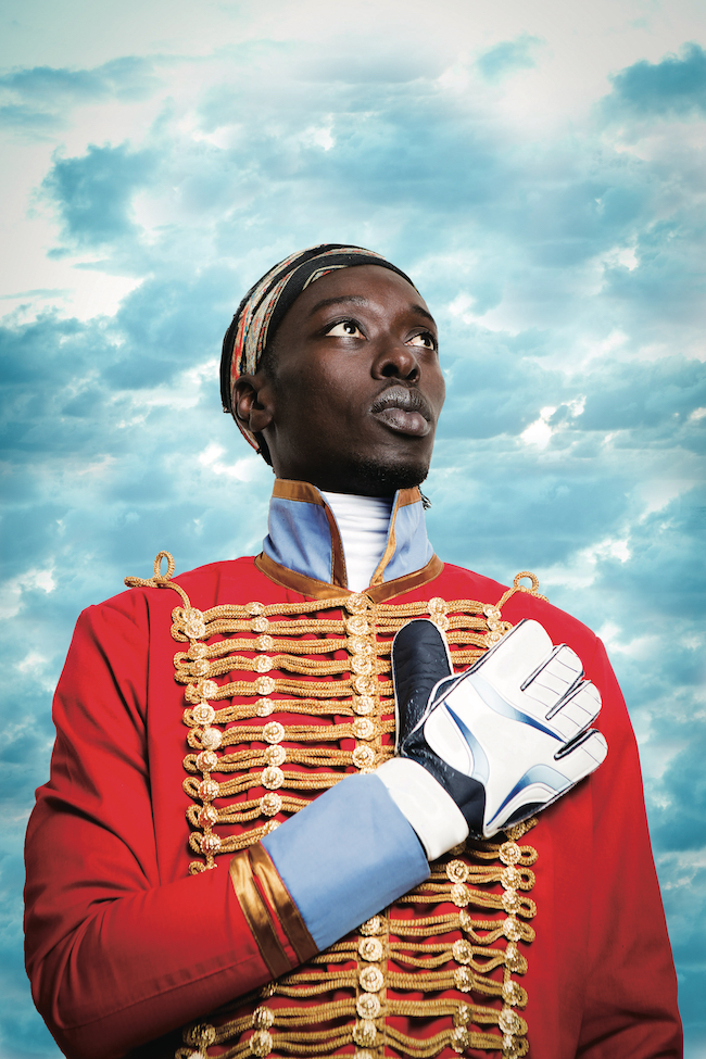 16〜19世紀の黒人の偉人たちに扮した「Diaspora」シリーズは2018年、ルイ・ヴィトン財団美術館でも展示。PedroCamejo(1790 -1821)。奴隷として生まれながらベネズエラ独立に貢献した軍人。 ©Omar Victor Diop, Courtesy of Magnin-A Gallery.
